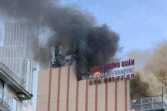 Cháy lớn ở tòa nhà cao tầng trung tâm Sài Gòn