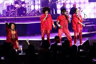 Ngàn người nhảy múa điên cuồng vì Joy&Boney M