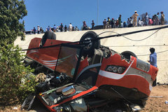 Xe khách lao xuống vực ở Mũi Né, nhiều du khách bị thương