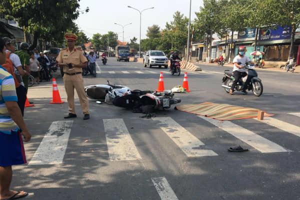 2 xe máy tông nhau, người đàn ông bị xe khách cán tử vong
