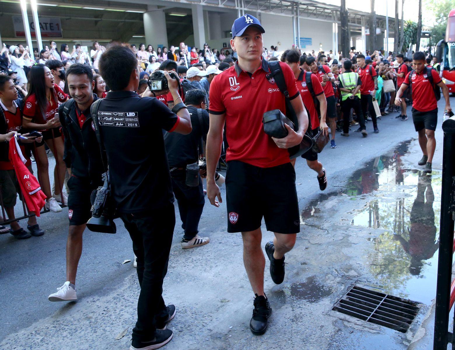 Đặng Văn Lâm trổ tài, Muangthong United đã biết thắng