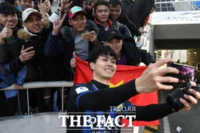 Công Phượng ra mắt K-League: Bóng đá hay thương mại?