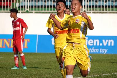U19 Hà Nội vất vả hạ Phú Yên, SLNA thắng trận đầu