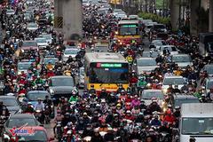 Hà Nội: 'Cấm xe máy, mỗi người mua 1 ô tô chạy là hết kẹt xe'