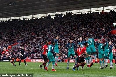 Kane ghi bàn, Tottenham vẫn thua ngược bởi siêu phẩm