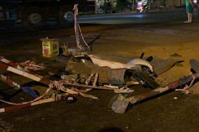 Tông vào rào chắn công trình, nam thanh niên chết thảm