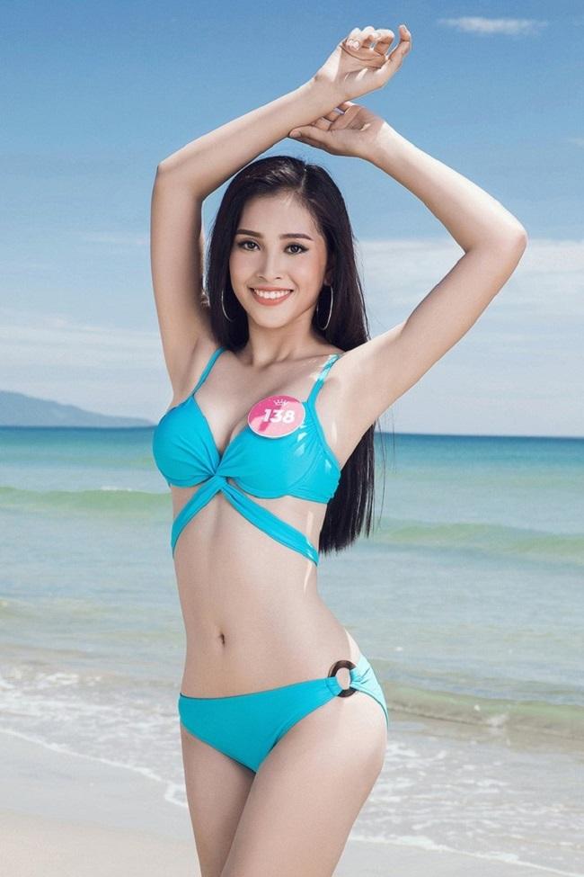 Chưa tròn đôi mươi, các thanh nữ Việt nổi tiếng đã sớm ăn mặc sexy hơn tuổi