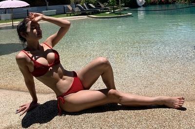 Phương Trinh Jolie táo bạo khoe thân hình gợi cảm