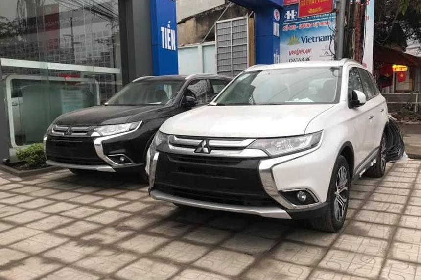 Tháng 3, ô tô ào ào giảm giá, níu khách mọi cách
