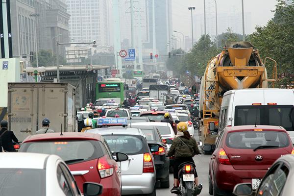 Hà Nội: Cứ nhồi cao ốc vào nội đô, đi xe đạp cũng tắc