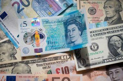 Tỷ giá ngoại tệ ngày 1/5: USD giảm, Euro tăng giá
