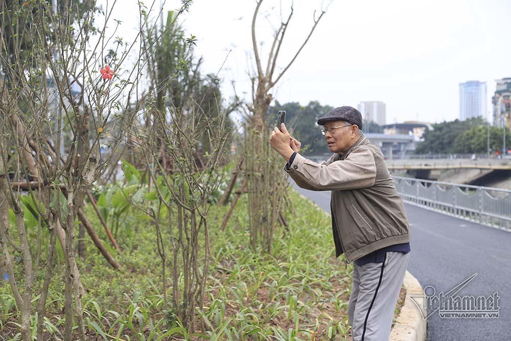 Đường đi bộ dài nhất Hà Nội, chỉ ngại mùi hôi thối