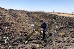 Hiện trường máy bay Ethiopia gặp nạn thảm khốc