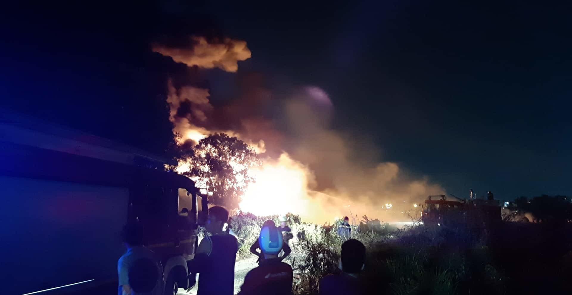 Biển lửa bao trùm bãi xe ở Sài Gòn