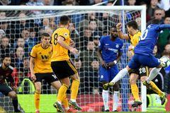 Chelsea may mắn thoát thua ở phút bù giờ