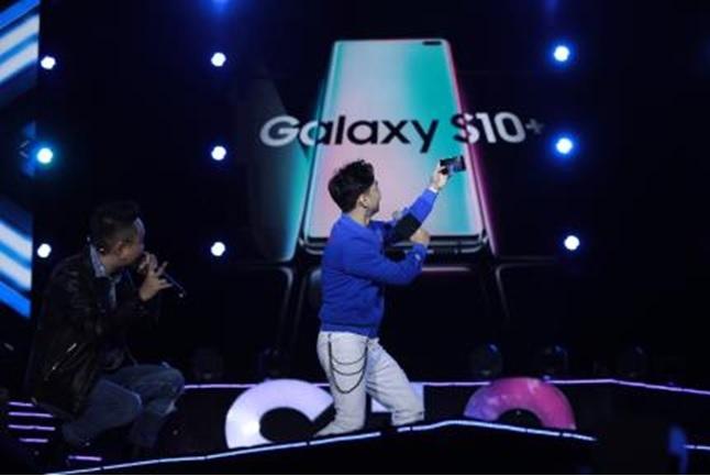 """Trải nghiệm các tính năng khác biệt """"tạo đẳng cấp"""" của Galaxy S10"""
