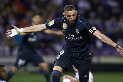 Benzema chói sáng, Real Madrid thắng rửa mặt