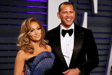 Jennifer Lopez được siêu sao bóng chày cầu hôn bằng nhẫn triệu đô