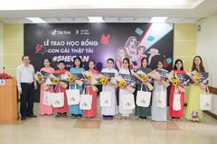 TikTok trao học bổng cho nữ sinh Đà Nẵng