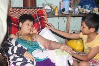 Bé trai 8 tuổi xin cứu mẹ ung thư giai đoạn cuối