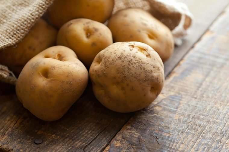 Không nấu chín 6 loại rau củ này, bạn đang làm hại cả gia đình
