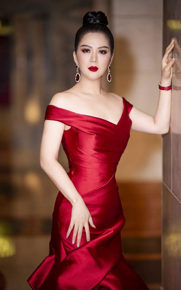 'Song Anh' được tôn vinh Nữ hoàng đêm hội chân dài