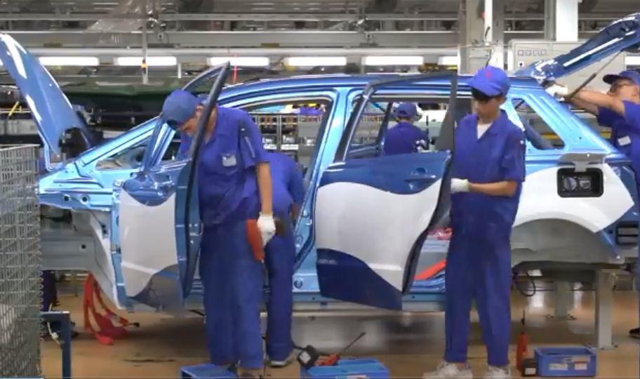 90 giây lắp ráp xong một chiếc xe ô tô điện ở Trung Quốc