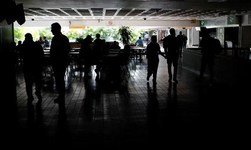 Venezuela mất điện 4 ngày liên tiếp, chìm trong bóng tối