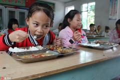 Yêu cầu ban giám hiệu  ăn cùng học sinh để đảm bảo an toàn thực phẩm