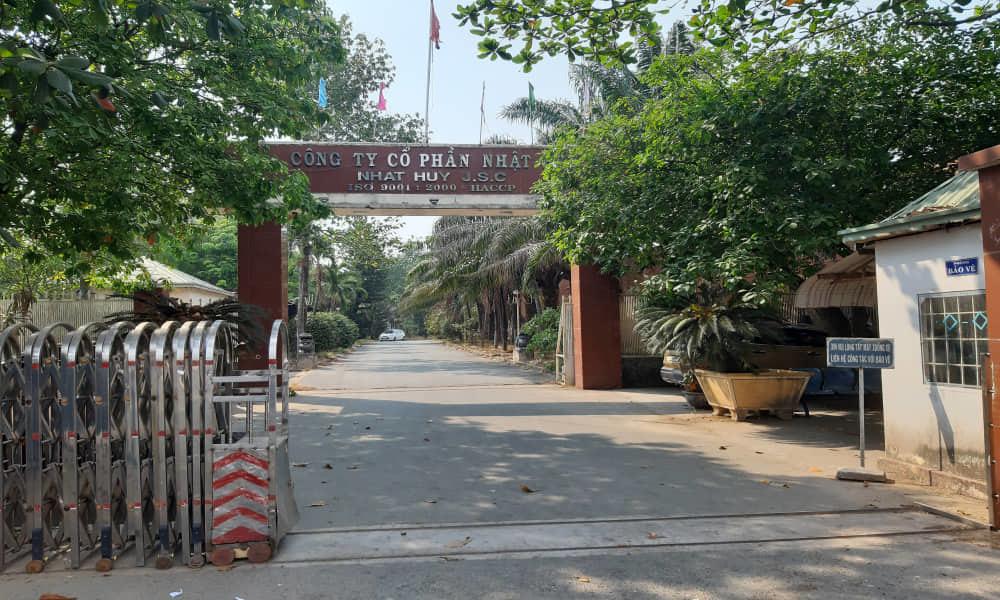 Nam thanh niên chết gục trong khuôn viên công ty