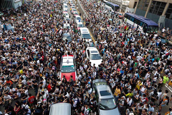 10 năm nữa Hà Nội phân biệt rõ: Giàu ô tô sang, nghèo đi bộ vui