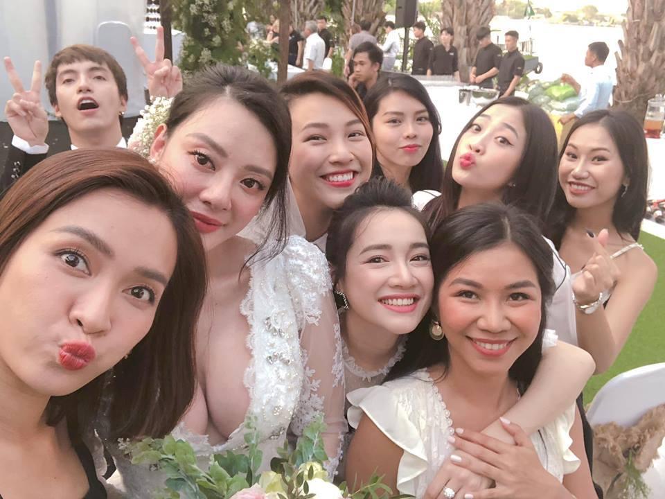 Nhã Phương,Thanh Hằng,Hà Anh Tuấn,Kỳ Duyên,Trần Tiểu Vy,Việt Hương