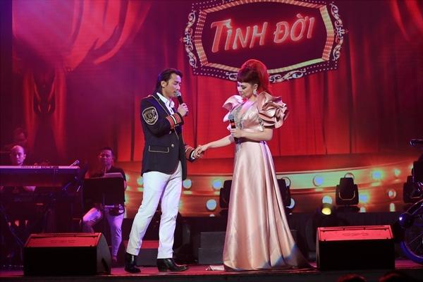 Chương trình với 4 tiếng đồng hồ xuyên suốt như 1 câu chuyện về cuộc đời ca hát của Thanh Thảo nhưng được dẫn dắt bằng đường dây kịch bản hấp dẫn, khiến cho khán giả không cách nào rời mắt khỏi sân khấu. Thanh Thảo song ca Tình đời cùng Đan Nguyên.