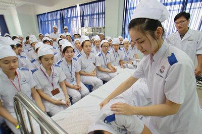 Chốt quy định ngưỡng đảm bảo chất lượng cho ngành y và sư phạm