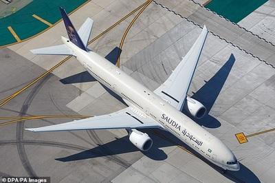 Máy bay quay đầu vì nữ hành khách 'bỏ quên' con ở ga