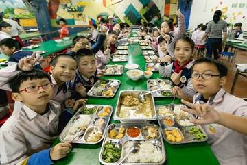 """Hà Nội đề nghị không """"tẩy chay"""" thịt lợn trong bữa ăn bán trú"""