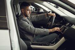 Vì sao mua ô tô mới là 'một trong những quyết định tài chính tồi tệ nhất'?