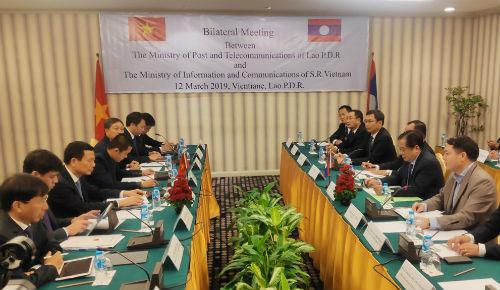 Bàn giao xe chuyên ngành cho bưu chính Lào