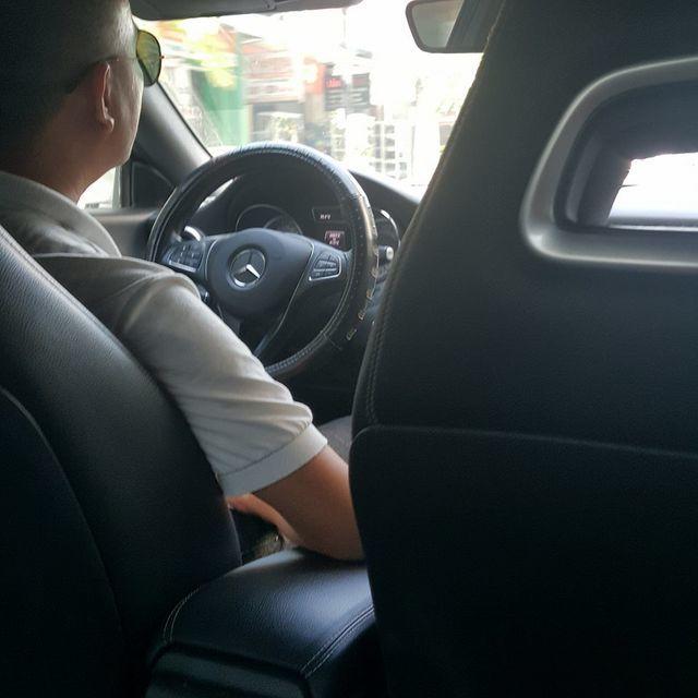 Mercedes tiền tỷ chạy Grab, chị em mơ gặp tài xế 'không nhìn cũng biết đẹp trai'