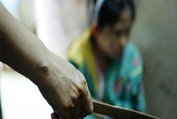Con trai 17 tuổi chém mẹ nhiều nhát ở Hà Nội