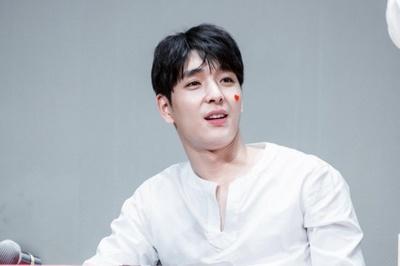 Thêm 1 sao Hàn bị tố dính líu đến scandal tình dục chấn động của Seungri