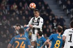 Ronaldo lập hat-trick, Juventus đoạt vé tứ kết ngoạn mục