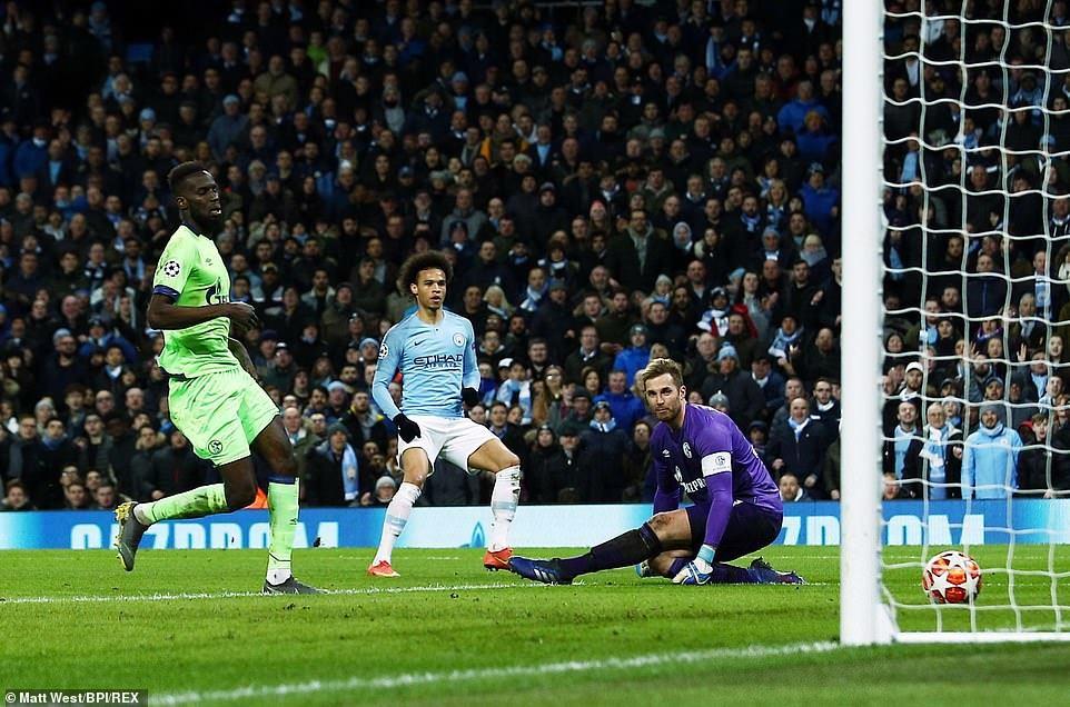 Hủy diệt Schalke 7-0, Man City hùng dũng vào tứ kết