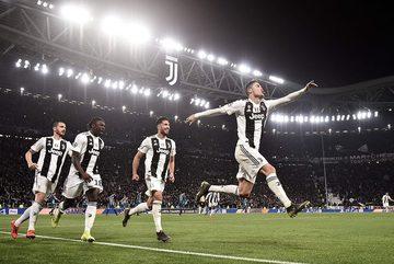 Siêu nhân Ronaldo giúp Juventus đoạt vé tứ kết ngoạn mục