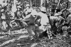 Chuyện Chính ủy trẹo chân vẫn hành quân kéo pháo