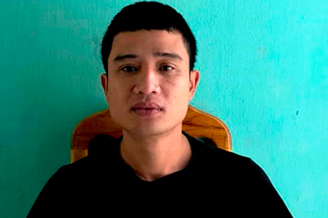 Lao vào trụ sở tấn công cảnh sát, nam thanh niên bị tạm giam