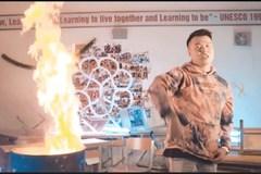 Chủ tịch Hà Nội yêu cầu làm rõ vụ rapper đốt sách học sinh trường Amsterdam