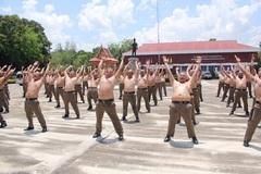 """Cảnh sát béo phì Thái Lan """"hủy diệt mỡ bụng"""""""