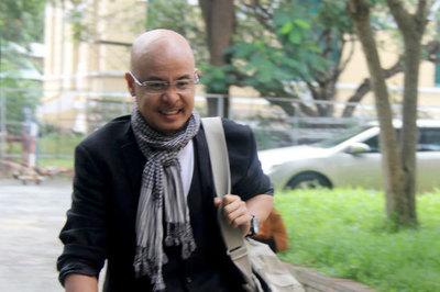 Ông Đặng Lê Nguyên Vũ ngồi xe sang 6 tỷ đến tòa ly hôn