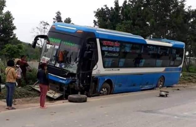 Thanh Hóa: Xe 7 chỗ đâm xe khách, tài xế chết tại chỗ